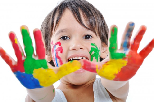 Child_and_paint_Wallpapers-2