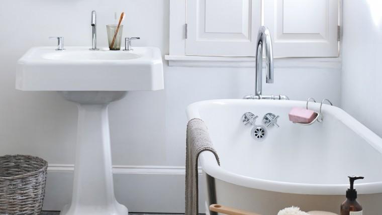 cleaning-bathroom-mld110961_horiz