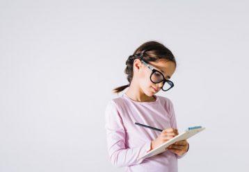 """""""Όταν μεγαλώσω θέλω να γίνω ευτυχισμένη"""" - Η έκθεση μαθήτριας Γ' Δημοτικού που κρίθηκε εκτός θέματος"""