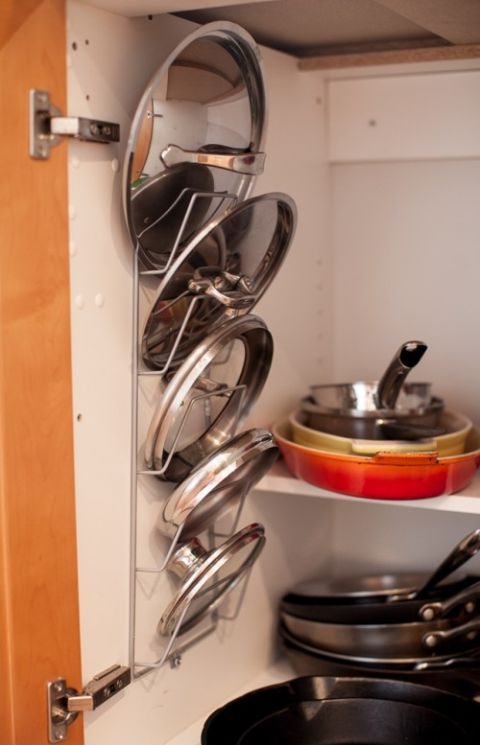 1424898111-hanging-rack-pot-lids-de