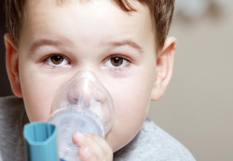 Τα εισπνεόμενα φάρμακα για το άσθμα «φρενάρουν» την ανάπτυξη και το ύψος των παιδιών