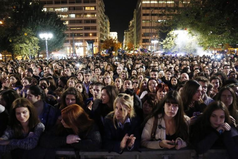 πλήθος κόσμου πλατεία συντάγματος