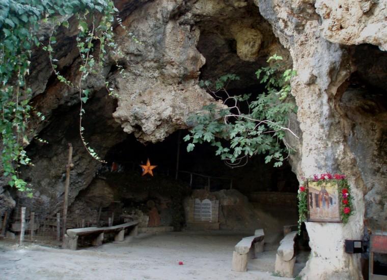 το σπήλαιο του Αϊ Γιάννη