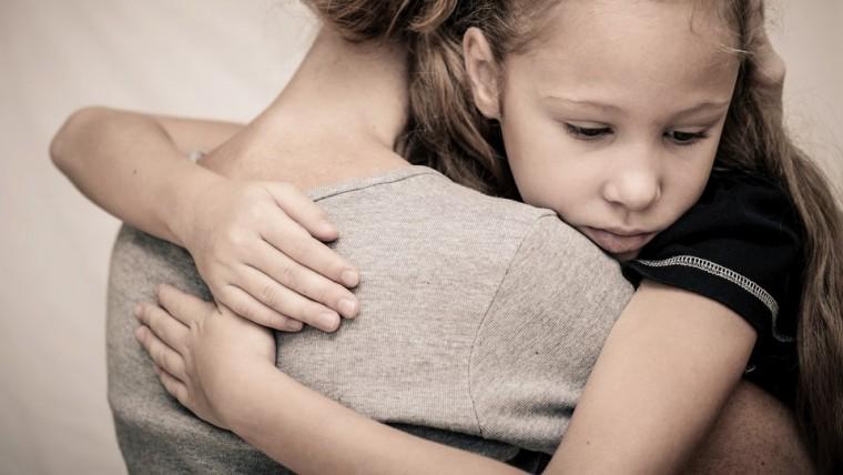 Εξαντλημένοι από την οικονομική κρίση και ανασφαλείς για το μέλλον των παιδιών τους, δηλώνουν οι Έλληνες