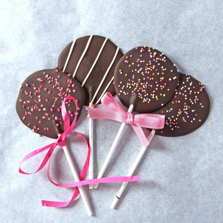 Chocolate-lollipops-web