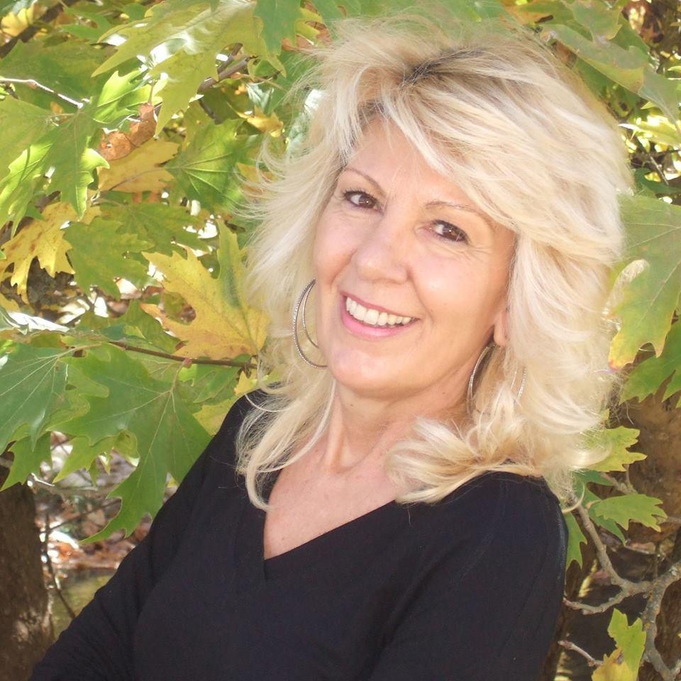 Γιολάντα Τσορώνη – Γεωργιάδη: Η δασκάλα και συγγραφέας παιδικών βιβλίων μας καλεί να αγκαλιάσουμε τα παιδιά ΑμΕΑ και τη διαφορετικότητά τους!