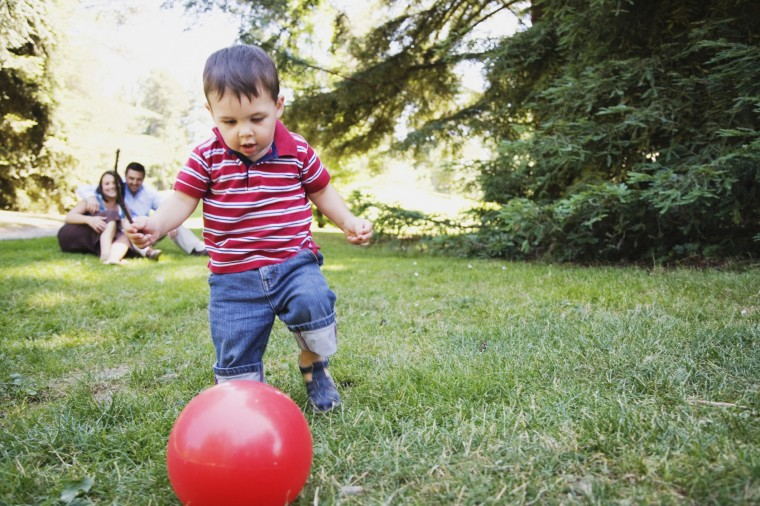 Child-playing-with-ball