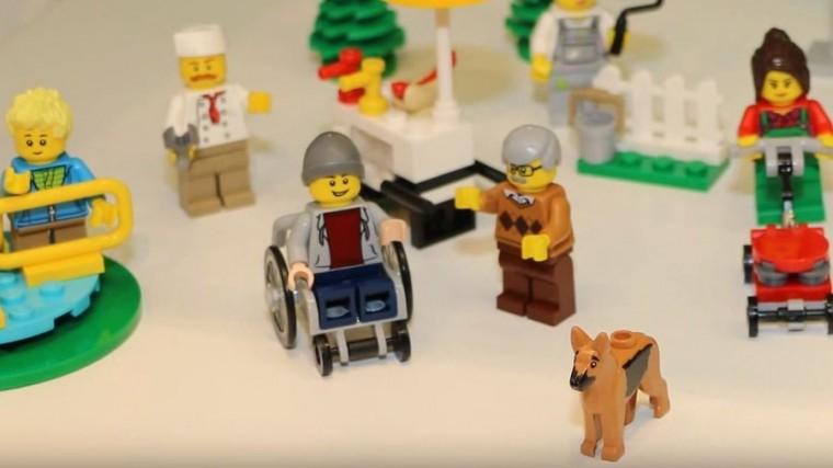 lego-wheelchair_wide-bebf2fb121a4d077e66c1956ba107b1365196171-s900-c85
