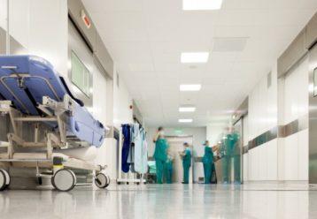 Θρήνος στη Λαμία: 37χρονη μητέρα 2 παιδιών πέθανε αιφνίδια - Τα προβλήματα υγείας μετά τον εμβολιασμό