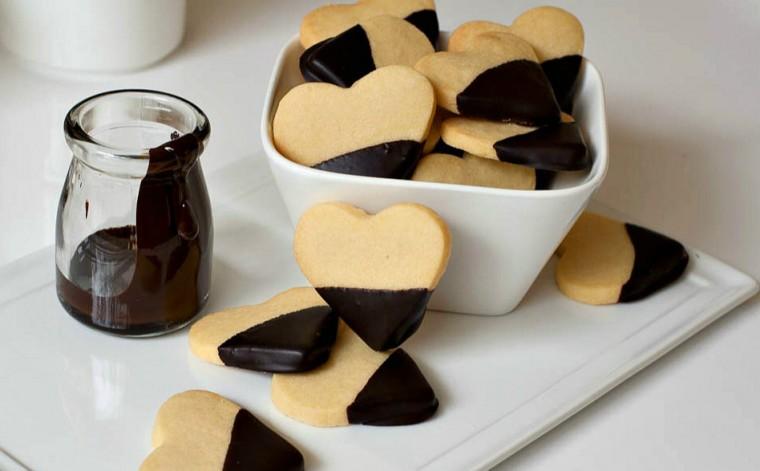 Μπισκότα βουτύρου με επικάλυψη σοκολάτας