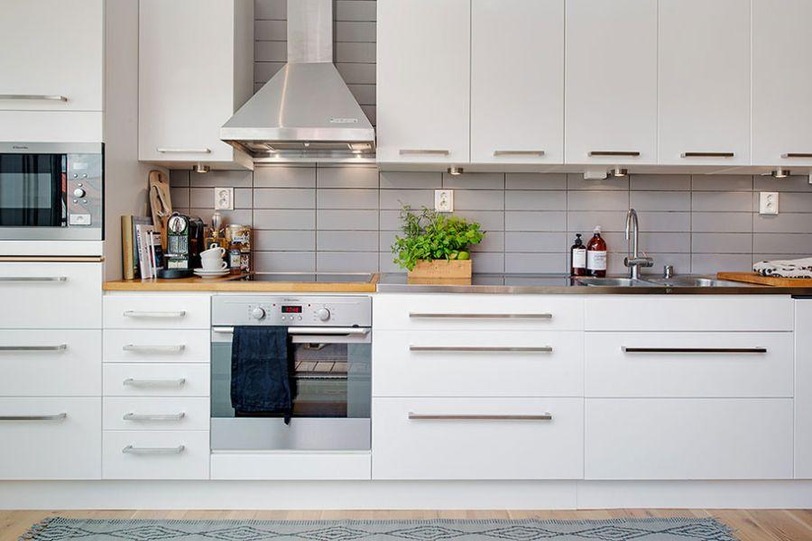Beautiful-and-organized-kitchen-shelves