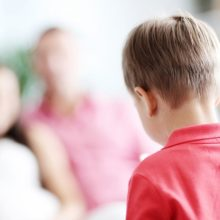 «Χαζό είσαι παιδί μου;»: Γονείς, να γιατί δεν πρέπει να βάζετε ταμπέλες στα παιδιά σας