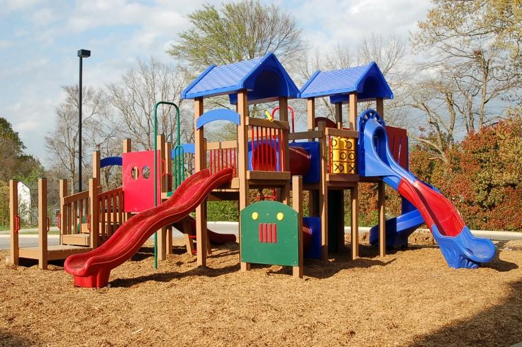 Δ. Κερατσινίου – Δραπετσώνας: Τα παιδιά θα απολαμβάνουν με ασφάλεια το παιχνίδι τους στις νέες παιδικές χαρές!