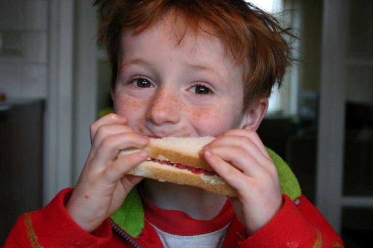 Φάε παιδί μου κολατσιό στο σχολείο, για να μην γίνεις υπέρβαρος!