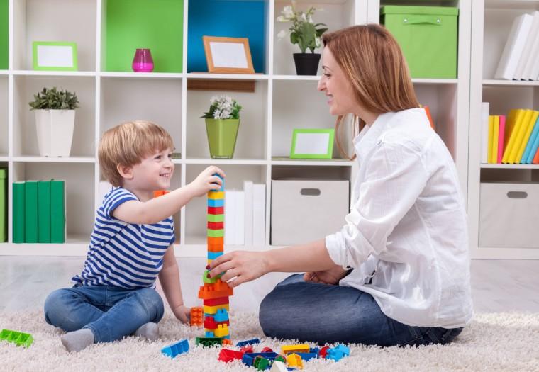 «Δεν περνάω αρκετό χρόνο με το παιδί», «Του φωνάζω πολύ»: Μήπως ήρθε η στιγμή να πάψετε να είστε ενοχικοί γονείς;