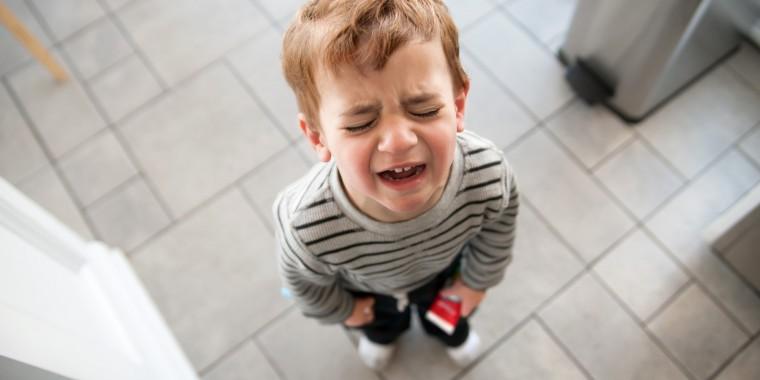 Κλαίει και φωνάζει όταν δεν του κάνετε το χατίρι; Το μυστικό για να το ηρεμήσετε και να του μάθετε να ελέγχει τις αντιδράσεις του