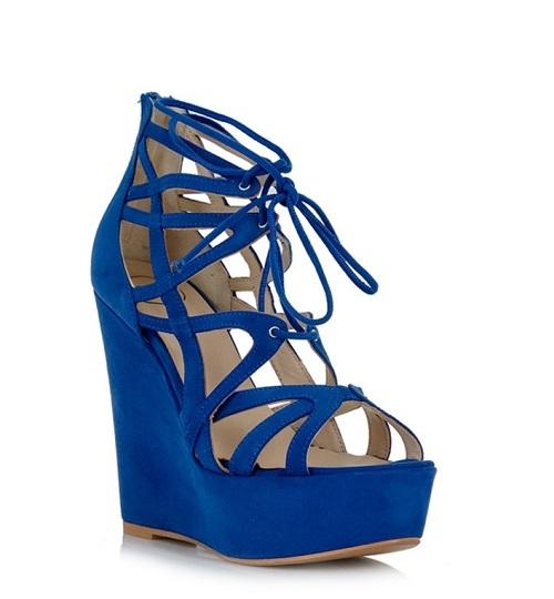 Μπλε πλατφόρμες, Tsakiris Mallas