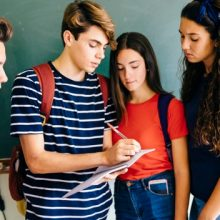 Μπορεί το σχολείο να διαπαιδαγωγήσει, όταν οι γονείς αντιδιαπαιδαγωγούν;