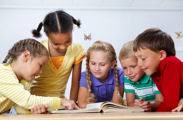 700 σχολικές βιβλιοθήκες ξανανοίγουν για να φέρουν τους μαθητές κοντά στα βιβλία