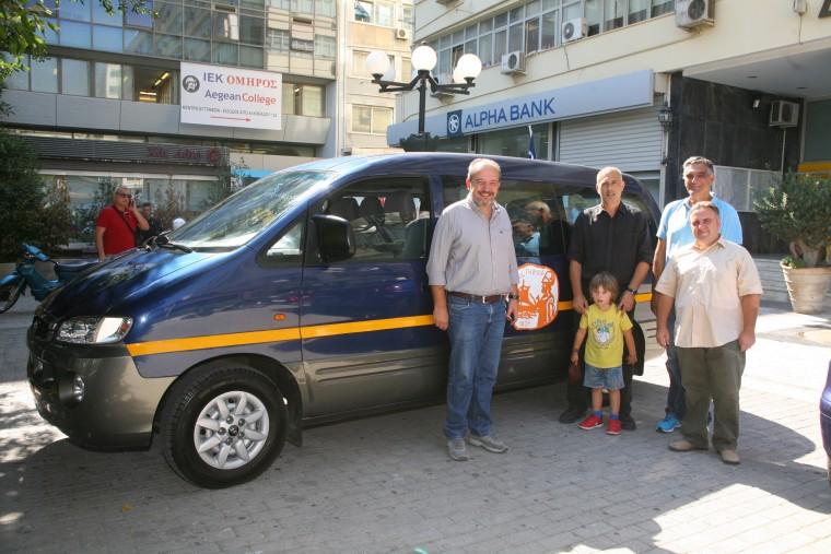 Δ. Πειραιά: Τα παιδιά ΑμΕΑ απέκτησαν ένα 9/θέσιο αυτοκίνητο για την κάλυψη των αναγκών τους