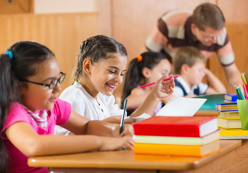 Τι αλλάζει στη διδασκαλία των ξένων γλωσσών στο Δημοτικό και στο Γυμνάσιο