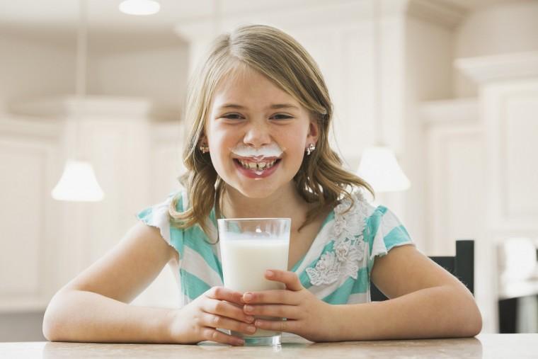 kid-and-milk