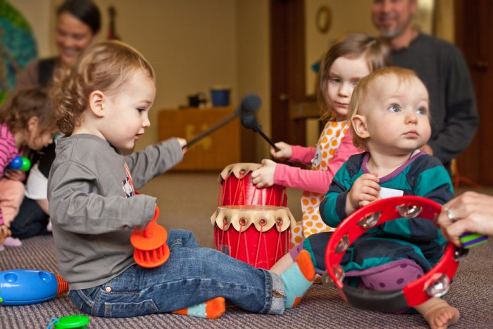 Απολαύστε παρέα με το μωράκι σας μαθήματα μουσικοκινητικής αγωγής και βοηθήστε την ανάπτυξή του
