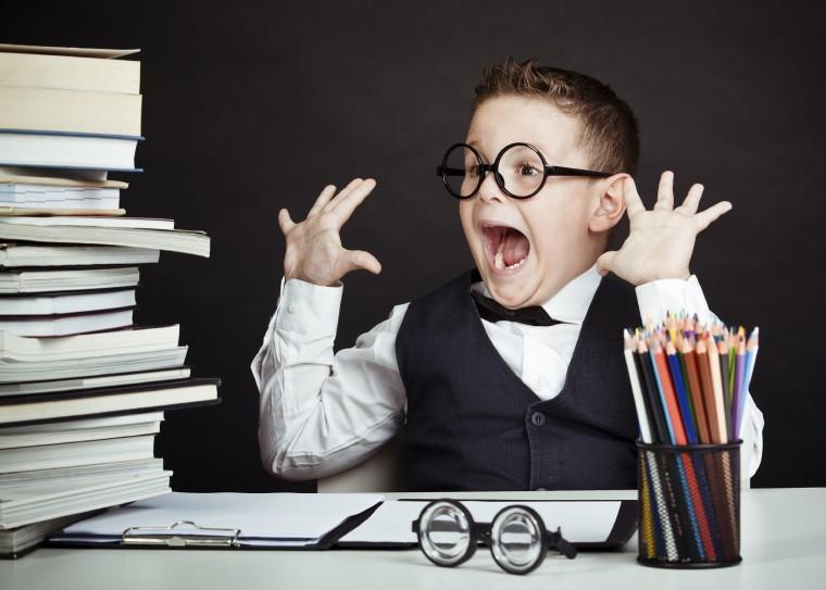 Γιατί οι γονείς δεν πρέπει να υποτιμούν τις σχολικές εργασίες των παιδιών στο σπίτι;