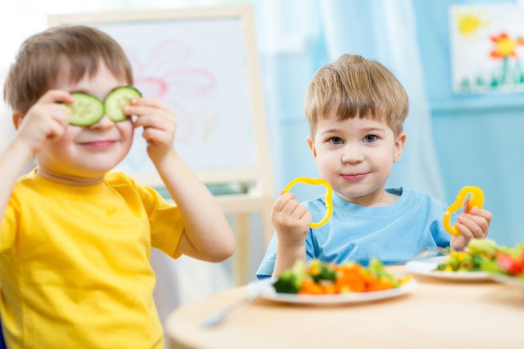 kids-eating-veggies