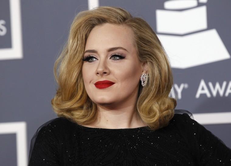 Η Adele συγκινεί με όσα εξομολογείται για τον αγώνα της με την επιλόχεια κατάθλιψη