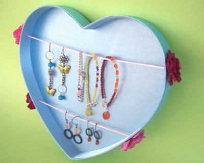 jewelry-display-made-of-a-gift-box-21452622