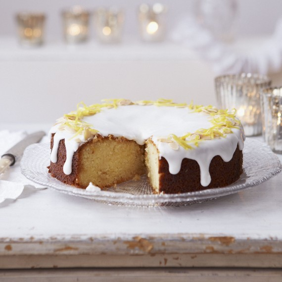 Χριστουγεννιάτικο κέικ με γλάσο λεμονιού