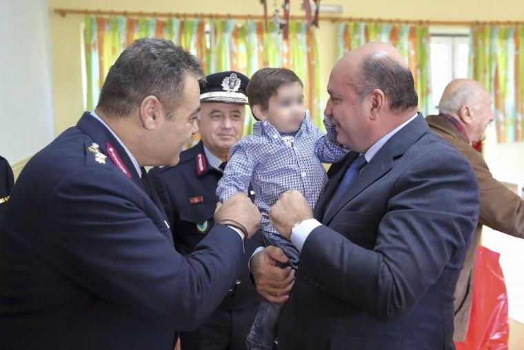 Η Ελληνική Αστυνομία προσέφερε δώρα και άλλα είδη στο Κέντρο Βρεφών «Μητέρα» και στο Κέντρο Ειδικών Ατόμων «Η Χαρά»