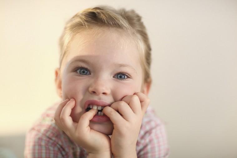«Το παιδί μου τρώει τα νύχια του… »: Πώς πρέπει να αντιδράσουν οι γονείς;