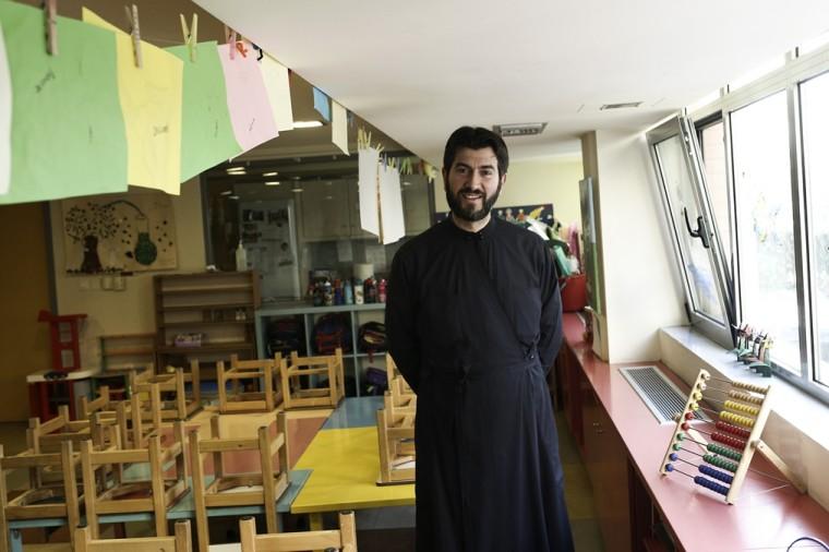 Ο Πάτερ Αντώνιος από την «Κιβωτό του Κόσμου» στέλνει τις ευχές του στο Infokids.gr