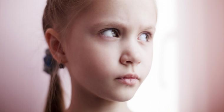 Ποια σημάδια στη συμπεριφορά του παιδιού φανερώνουν ότι αντιμετωπίζει διαταραχές λόγου και ομιλίας