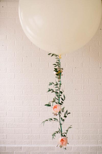 άσπρο μπαλόνι