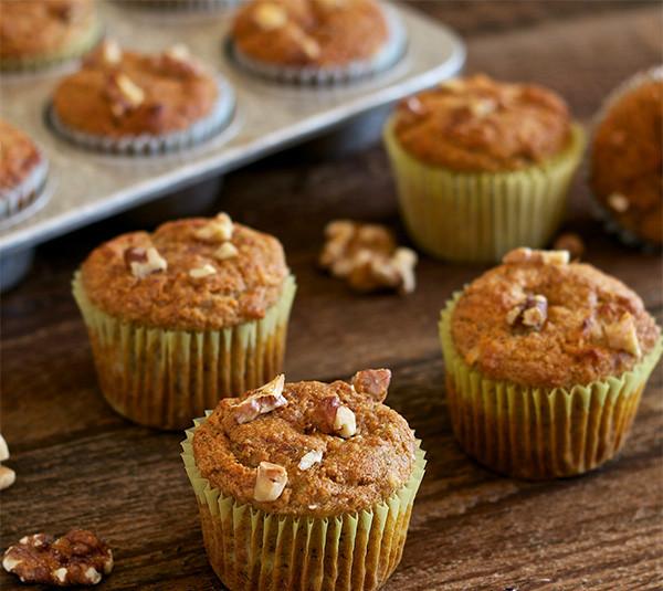 Muffins με μπανάνα και καρύδια