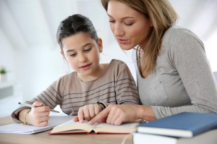 Πώς και μέχρι πότε μπορούν οι γονείς να βοηθούν το παιδί στο διάβασμα;    Infokids.gr