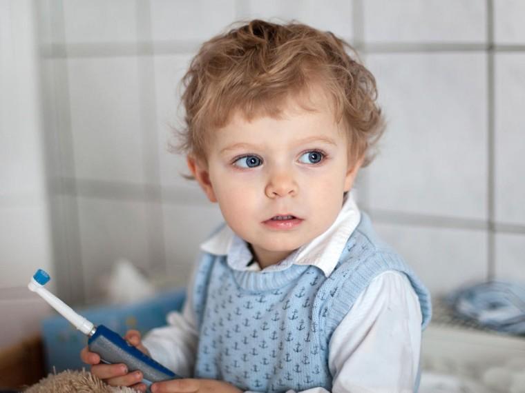 «Μπορώ να χρησιμοποιώ οδοντόκρεμα χωρίς φθόριο στο 3,5 ετών παιδί μου;»