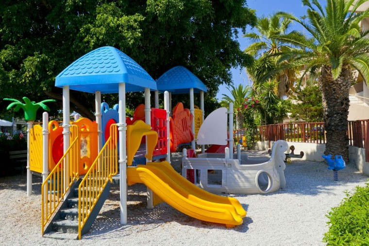 Δ. Αγίας Παρασκευής: Ανακατασκευές και αναπλάσεις παιδικών χαρών για να παίζουν με ασφάλεια τα παιδιά