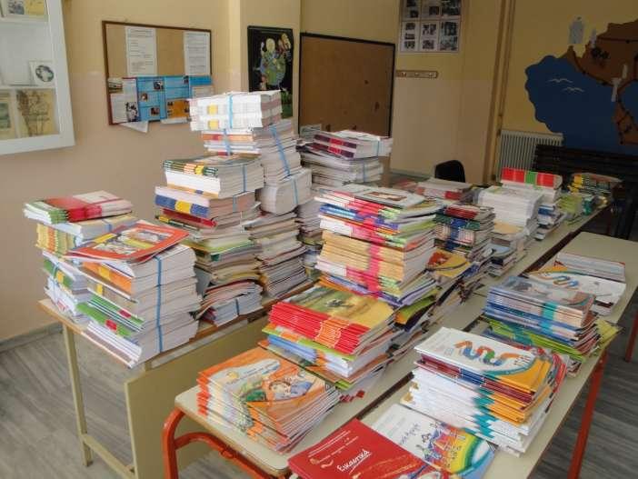 Η νέα σχολική χρονιά θα ξεκινήσει με τα καινούργια βιβλία – Δείτε ποια είναι τα εγχειρίδια που θα μοιραστούν στους μαθητές