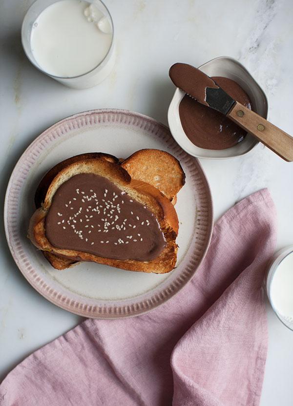 Άλειμμα με σοκολάτα και ταχίνι