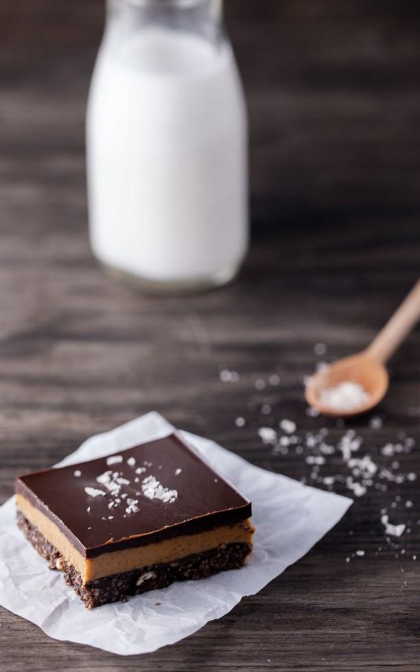 Μπάρες μπισκότου με σοκολάτα και φυστικοβούτυρο