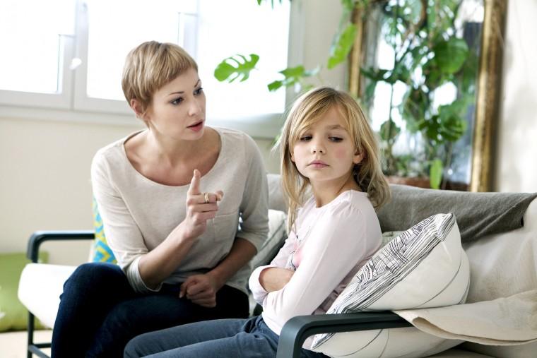 Πώς να χειριστείτε την άσχημη συμπεριφορά του παιδιού όταν απλά ζητάει την προσοχή σας