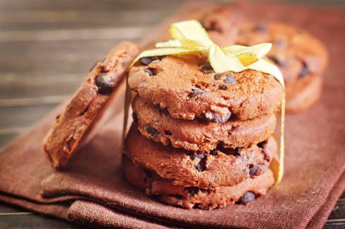 Μπισκότα σοκολάτας με πορτοκάλι και κανέλα