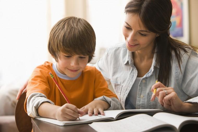 Είναι πράγματι αναγκαία η μελέτη των παιδιών στο σπίτι;