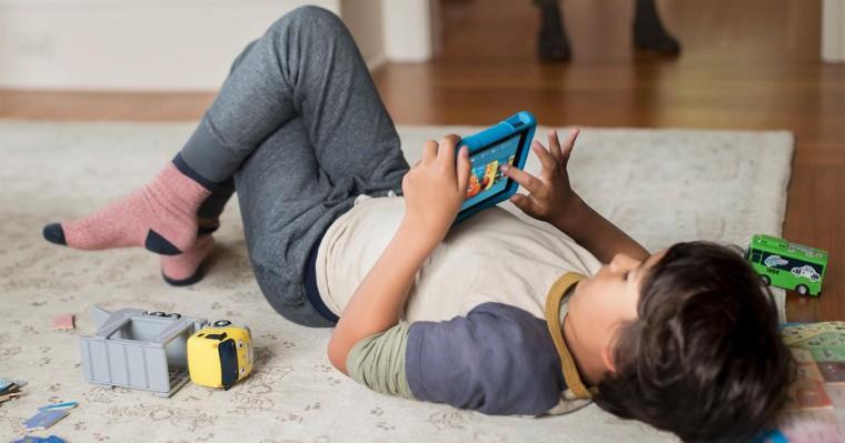 5 συμβουλές για να διαχειριστείτε το χρόνο που «σπαταλούν» τα παιδιά μπροστά στις οθόνες