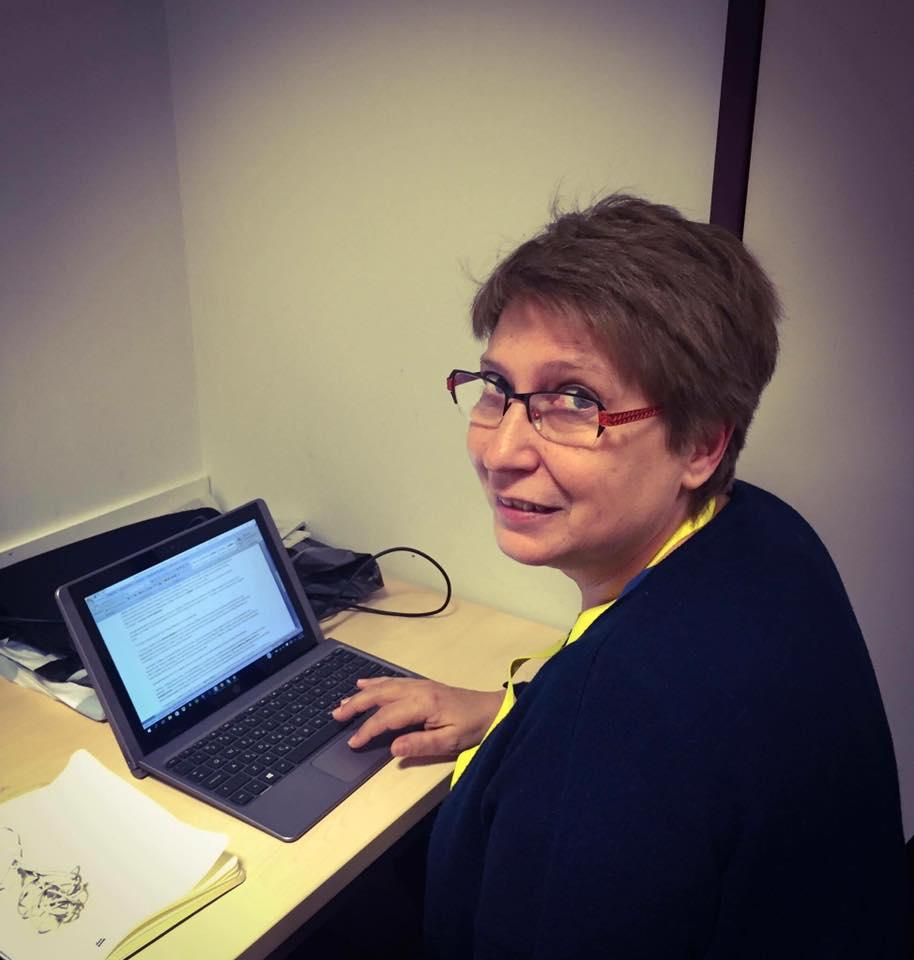 Ελένη Καλογεροπούλου: Η δημοσιογράφος που άφησε πίσω της την εμπόλεμη ζώνη και έγινε μαμά της καρδιάς