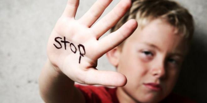 """Παιδική κακοποίηση – """"1 στα 2 παιδιά ηλικίας 11-16 ετών έχει πέσει θύμα σωματικής βίας"""""""